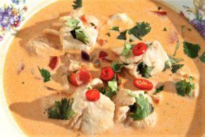 krämig fisksoppa med chili och koriander